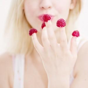 малина на пальцах